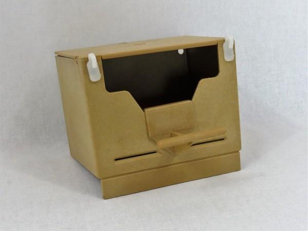 Brauner Exoten-Kunststoffnistkasten