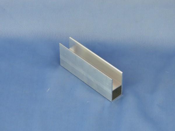 Alu-Vierkantrohr mit Steg 20 × 20 × 15 mm